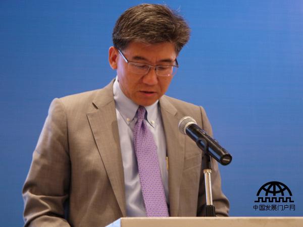 2013年9月5日,第三届(2013)世界产业领袖大会在吉林省长春市召开。本届大会的主题是:城市化的世界发展经验与中国城镇化的全球合作机遇。美国尼尔森控股大中华区总裁严旋在大会上发言,阐述了他对中国未来城镇化发展和消费潜力的展望。
