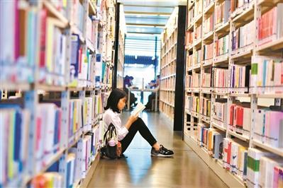广州人的别样国庆假期:每天三万人选择到图书馆看书