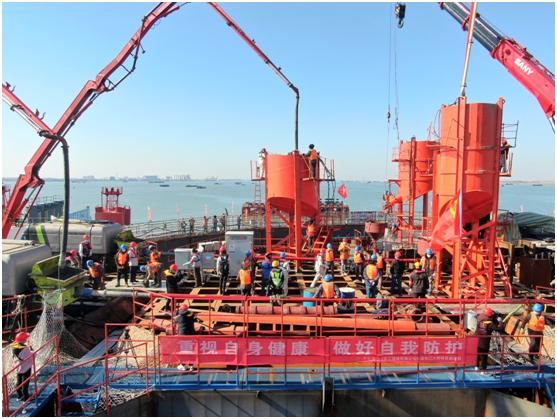 复工快报:由中交二航局参建的常泰长江大桥主桥钢沉井首次浇筑混凝土